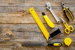 Инструменты здания, картины и ремонта для места работы конструктора дома установили деревянный космос взгляд сверху предпосылки д Стоковое фото RF