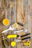 Инструменты здания, картины и ремонта для места работы конструктора дома установили деревянный космос взгляд сверху предпосылки д Стоковое Изображение RF
