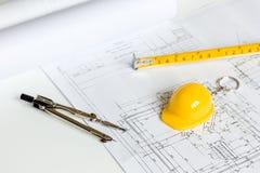 Инструменты инженерства на белой предпосылке с взгляд сверху квартир чертежей Стоковая Фотография