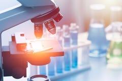Инструменты исследовательской лабаратории медицинского исследования науки химические Стоковые Изображения
