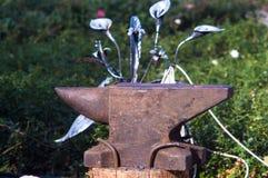 инструменты и приспособления кузнеца для руки выковали металл Стоковые Изображения