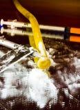 Инструменты кокаина на внутривенное злоупотребление 3 Стоковое фото RF