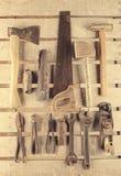 Инструменты Комплект инструмента на деревянной предпосылке Инструментальный ящик готовый для работы Стоковые Изображения RF