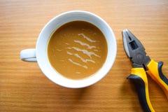 Инструменты кофейной чашки и механика Стоковая Фотография