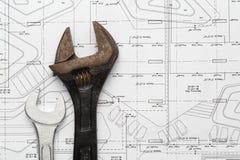 Инструменты ключа стальные старые и новые для ремонта и строения Стоковые Изображения RF