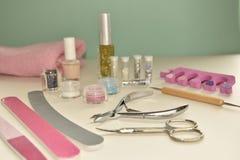 Инструменты маникюра и pedicure для искусства ногтя, яркого блеска Стоковое фото RF