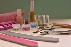 Инструменты маникюра и pedicure для искусства ногтя, яркого блеска Стоковое Изображение RF