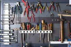 Инструменты на доске металла стоковая фотография rf