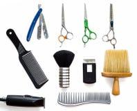 Инструменты оборудования парикмахерской на белой предпосылке Профессиональные инструменты парикмахерских услуг Гребень, scissor,  Стоковые Фото