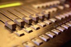 инструменты панели управления машины цифрового входного сигнала прибора контрольных данных Разные кнопки оборудование самомоднейш Стоковая Фотография RF