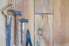 Инструменты плотничества на верхней части деревянного стола Стоковые Фото