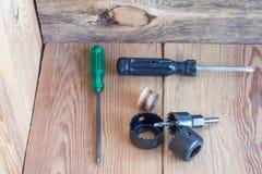 Инструменты плотничества на верхней части деревянного стола Стоковое фото RF