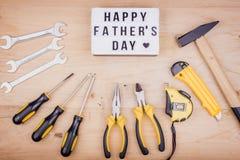 Инструменты ремонта - молоток, отвертки, регулируемые ключи, плоскогубцы Мужская концепция на День отца стоковые фото