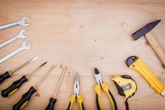 Инструменты ремонта - молоток, отвертки, регулируемые ключи, плоскогубцы Мужская концепция на День отца стоковые фотографии rf