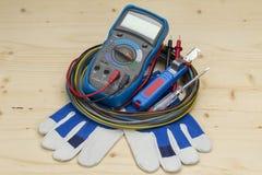 Инструмент измеряющего прибора вольтамперомметра электрический стоковые фото