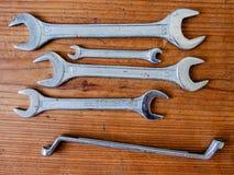 Инструмент ключа на деревянной предпосылке Стоковые Фотографии RF