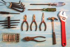 Инструмент мастера взгляд сверху на деревянном столе Стоковое Изображение