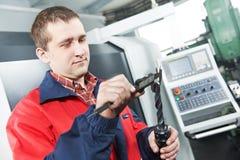 Инструмент работника измеряя вручную Стоковая Фотография RF