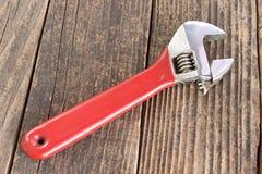 Инструмент регулируемого ключа на деревянной предпосылке Стоковое фото RF