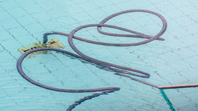 Инструмент для очищать бассейн в условиях труда Стоковые Изображения