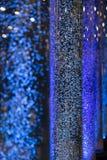 Интересная атмосфера при голубые пузыри плавая настроение bokeh как Стоковая Фотография