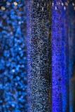 Интересная атмосфера при голубые пузыри плавая настроение bokeh как Стоковое Изображение RF