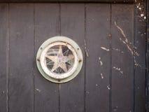 Интересный год сбора винограда окна двери знака звезды деревенский Стоковые Фотографии RF