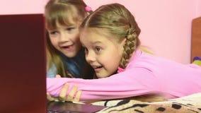 Интересный пункт в экране тетради причинил реальное наслаждение для детей видеоматериал