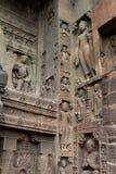 Интерес пещер Ajanta, вырезанных в скале буддийских памятников стоковые фотографии rf