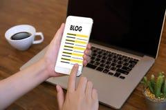 Интернет-страницы интернета вебсайта БЛОГА соединение n средств массовой информации онлайн социальное Стоковое Изображение RF