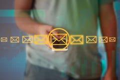 Интерфейс технологии бизнесмена касающий с профессиональным emai стоковое фото rf