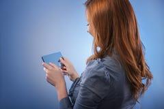 Интерфейс экрана бизнес-леди касающий цифровой Стоковые Фотографии RF