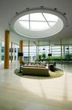 интерьеры гостиницы лоббируют новую стоковая фотография rf