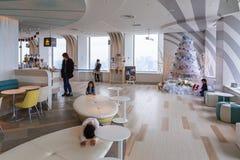 Интерьеры шестидесятого пола небоскреба города солнечности Стоковое Изображение RF