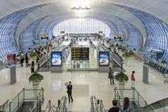 Интерьер авиапорта Suvarnabhumi Бангкока, одного из 2 международных аэропортов служа Бангкок Стоковые Изображения RF