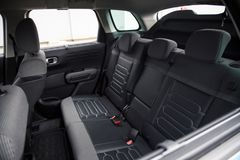 Интерьер автомобиля: Задние сиденья стоковое изображение rf