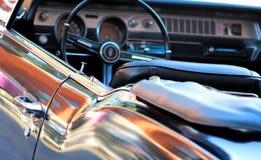 Интерьер автомобиля - классицистический автомобиль с откидным верхом Стоковые Изображения