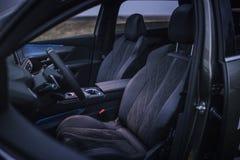 Интерьер автомобиля: Передние автокресла стоковое изображение