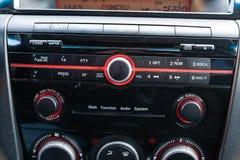 Интерьер автомобиля Mazda 3 с целью приборной панели и мультимедийной си стоковое фото rf