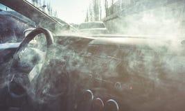 Интерьер автомобиля в дыме или паре Vape внутри автомобиля Смогите быть использовано как огонь в automob стоковое фото rf