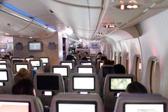 Интерьер аэробуса A380 эмиратов на ноче Стоковое Изображение RF