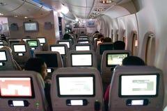 Интерьер аэробуса A380 эмиратов на ноче Стоковые Фотографии RF