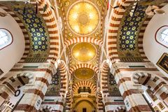 Интерьер базилики Garde Ла Нотр-Дам de в марселе, Франции стоковая фотография rf