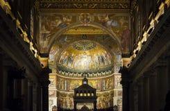 Интерьер базилики Santa Maria в Trastevere в Риме стоковые изображения rf