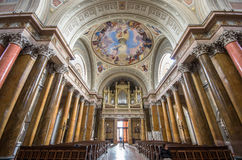 Интерьер базилики St. John, Eger, Венгрии стоковые изображения