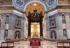 Интерьер базилики St Peters в Риме Стоковое фото RF