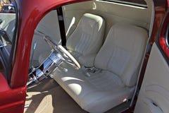 Интерьер белой кожи изготовленный на заказ для автомобиля Стоковое Фото