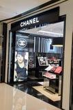 Интерьер бутика косметик Chanel Стоковая Фотография