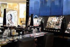 Интерьер бутика косметик Dior Стоковое фото RF