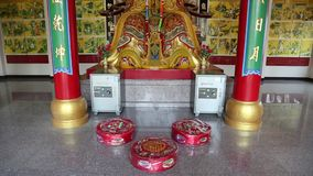 Интерьер буддийского виска на холме Pratumnak сток-видео